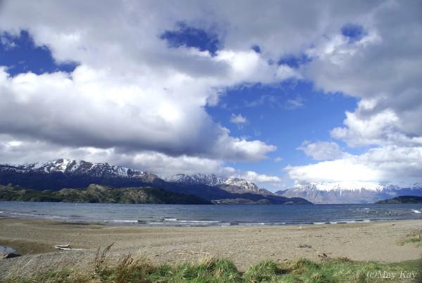 マーブル・カテドラルのあるチリ側のへネラル・カレーラ湖