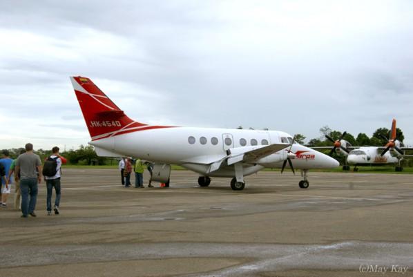 【キャノ・クリスタレス】まずは小型セスナでラ・マカレナ空港へ移動