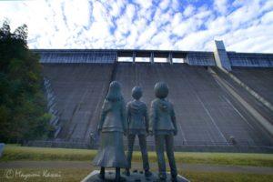 【旧記事】大分日田の大山ダムにあの絶望が蘇る!『進撃の巨人』銅像誕生