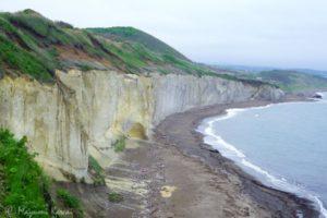 ここマジで北海道!?滝瀬海岸「シラフラ」は白き断崖の異世界海岸