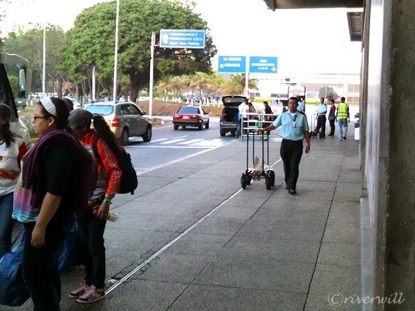 【ベネズエラ・エンジェルフォール】カラカス空港国際線ターミナルにて
